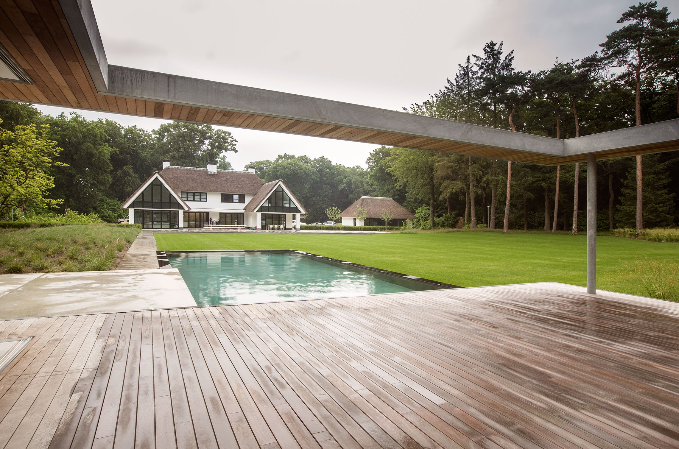 3_Andrew-van-Egmond_poolhouse_Minimalstic-garden_B