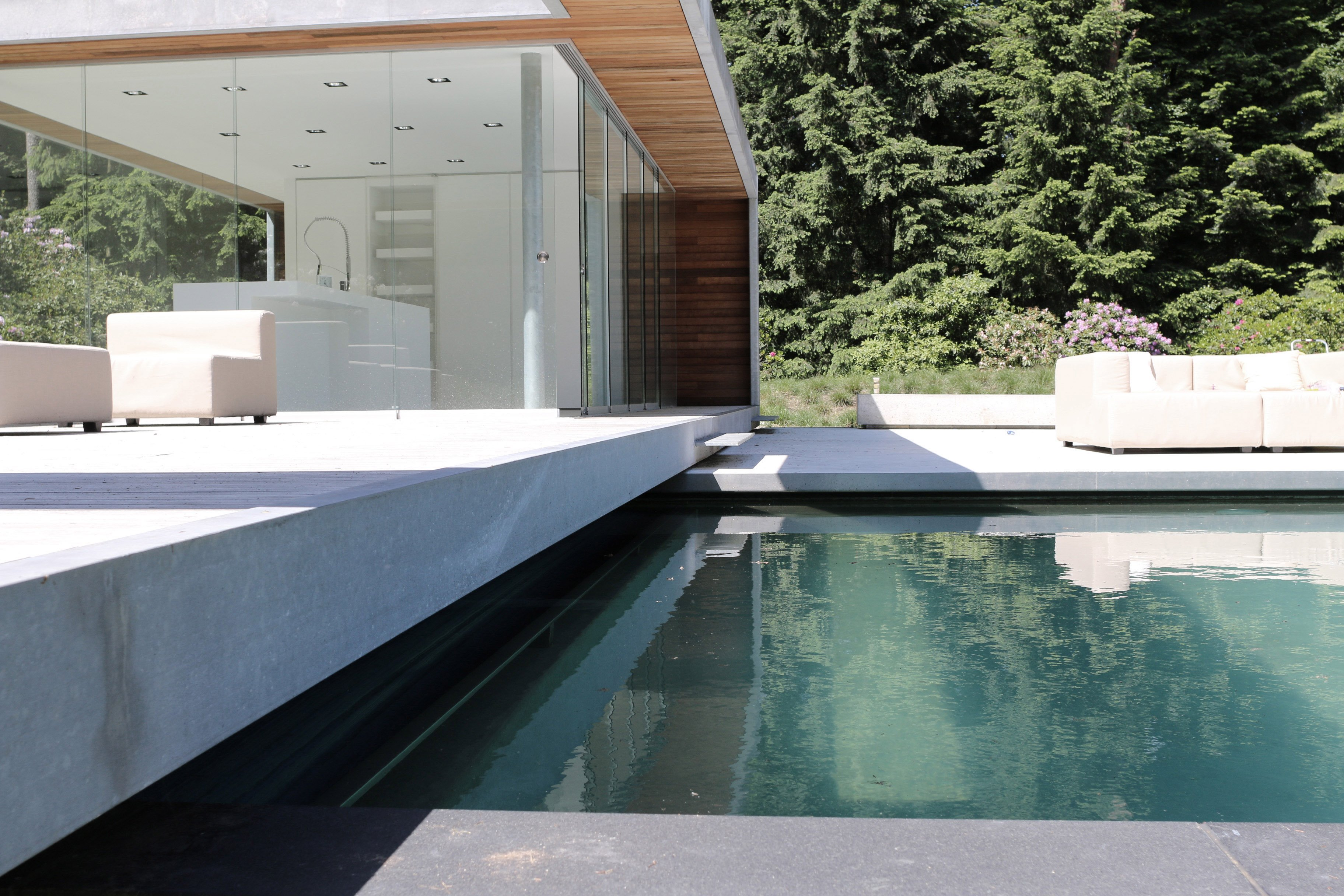 4_Andrew-van-Egmond_poolhouse_Minimalstic-garden