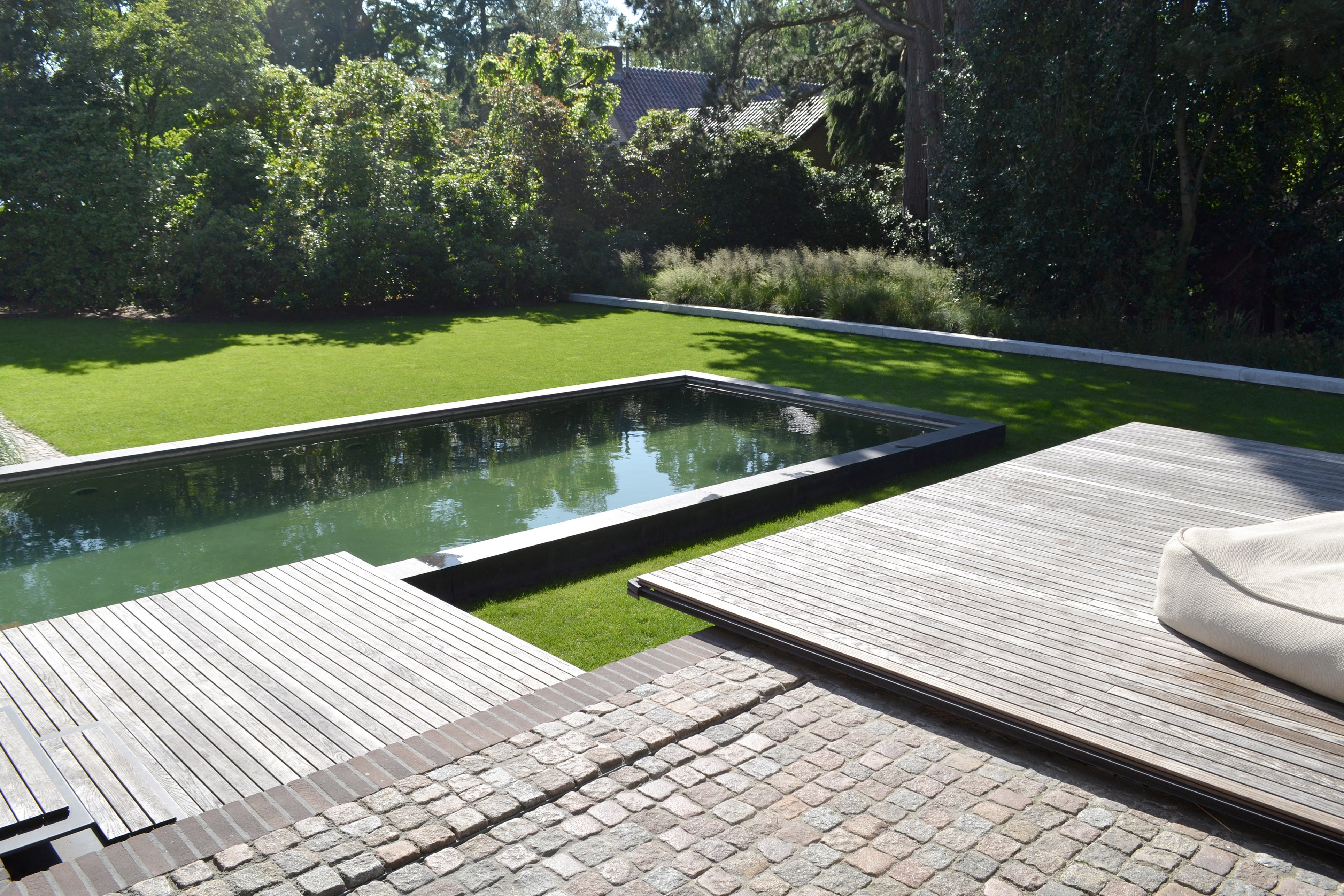 Terraces floating as thin sheets above the garden and the pool